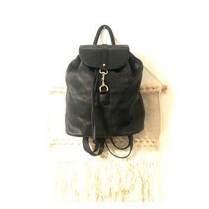 Medium size bucket backpack